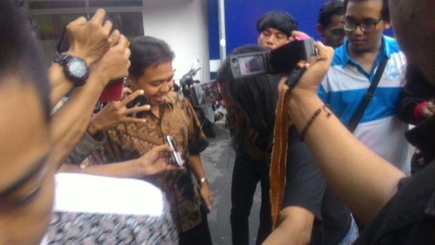 Mantan Walikota Depok Nur Mahmudi Ismail saat ditanya wartawan di Mapolresta Depok.