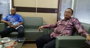 Kepala Bapenda Cabang Depok 2, Rohana (kanan)  bersama Humas,  Heri Gunawan.