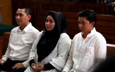 Inilah 3 orang bos First Travel yang dituntut 20 dan 18 tahun penjara.