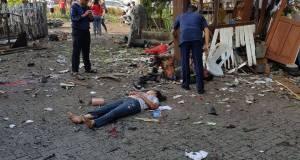 Bom bunuh diri meledak di  Gereja Santa Maria Surabaya.