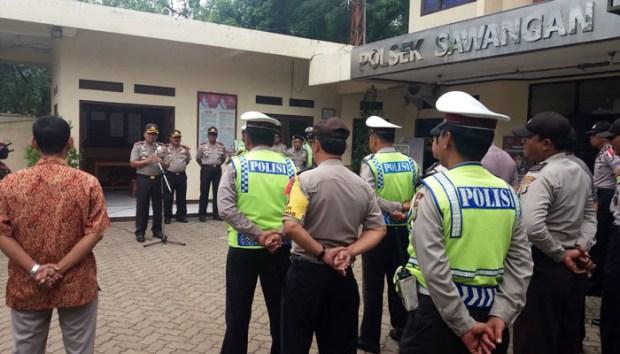 Wakapolresta Depok,  AKBP Arif Budiman memberikan pengarahan kepada anggota.