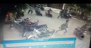 Tawuran pelajar yang terjadi di komplek Perumahan Bukit Rivaria Sawangan terekam kamera CCTV yang ada di komplek itu.