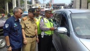 Sebanyak 146 kendaraan yang menunggak pajak terjaring pada razia gabungan di kawasan GDC.