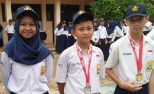 Inilah 3 siswa SMPN 14 Depok yang meraih prestasi pada kejuaraan Karate piala Menpora.