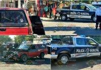 En Tecomán, chocan fuerte camioneta particular y patrulla municipal; solo fue el susto