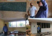 Alcalde Carlos Carrasco supervisa rehabilitación de escuela primaria de San Gabriel
