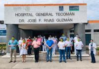 Virgilio Mendoza dona 500 caretas de acrílico para personal del Hospital General de Tecomán