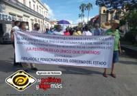 Jubilados de gobierno del estado, policía estatal y el SNTE 39 marchan por impago de pensiones