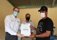 Gobernador entrega escrituras a 175 familias del Astillero de Arriba