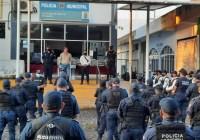 Con una inversión de 3.8 mdp entrega alcalde de Tecomán, Elías Lozano, equipamiento a elementos de la DGSPYPV adquiridos con recursos del FASP a través del SESESP