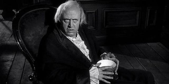 La película está protagonizada por Alastair Sim como el empresario codicioso sin ningún espíritu navideño que recibe la visita de tres fantasmas para mostrarle el error de sus caminos (Foto: IMDb)