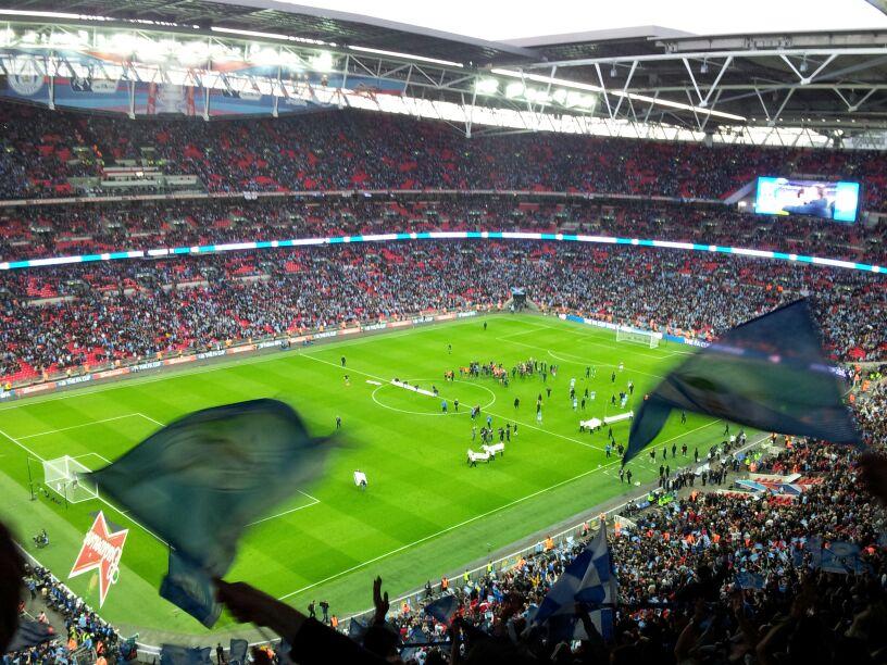 El momento en el que acaba el partido y estalla el júbilo. Ahora sí, de verdad, el Wigan es campeón de la FA Cup.