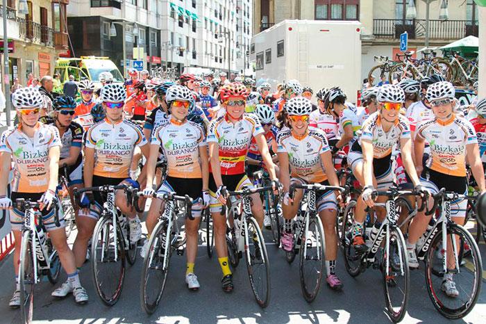 El equipo Bizkaia Durango finalmente podrá participar en el Giro femenino aunque su situación económica es delicada.