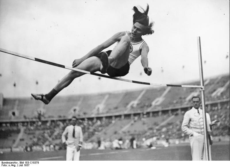 Hermann Ratjen se hizo pasar por mujer para conseguir medallas y finalmente fue descubierto.
