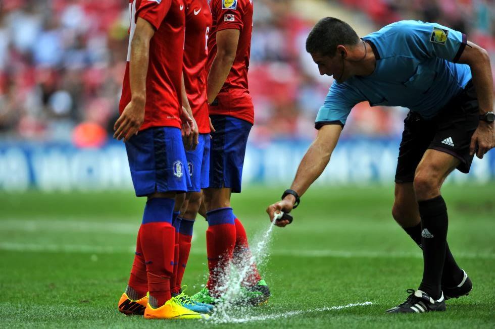 En Brasil los árbitros mantendrán con el spray a raya a las defensas en las faltas, más concretamente a 9,15m.