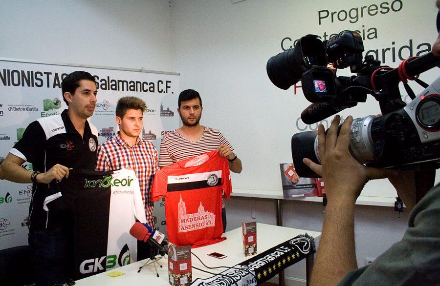 Javier Tejedor en la presentación de dos de los jugadores de Unionistas. Un proyecto ambicioso deportiva y socialmente