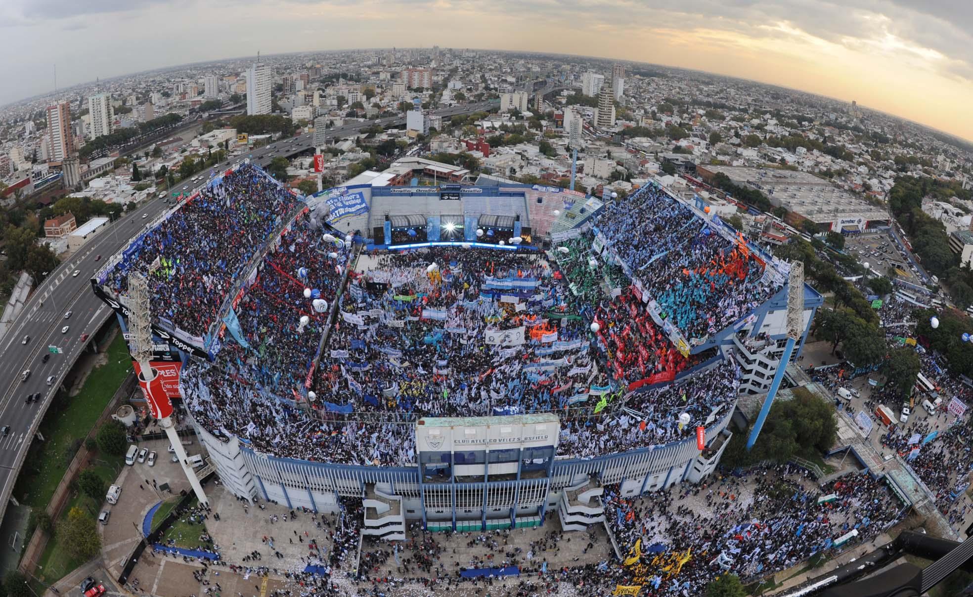 Al ser un recinto muy moderno, el estadio José Amalfitani acoge conciertos y multitud de eventos.