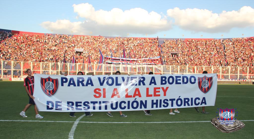 La afición de San Lorenzo reclama volver al barrio de Boedo.