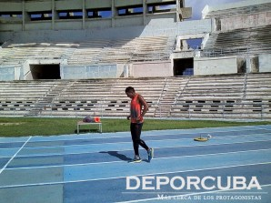 Roberto Skyers-200-4x100 Cuba_Rio_Deporcuba (1)