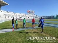 Equipo cubano de relevo 4x400 (Calentando motores)