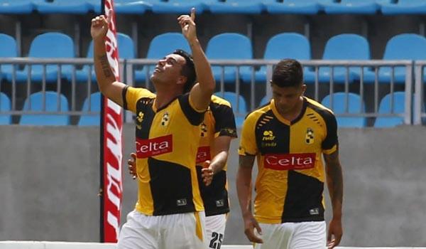 Esteban Paredes anota en el ascenso después de 16 años, y llega a 50 goles en la categoría