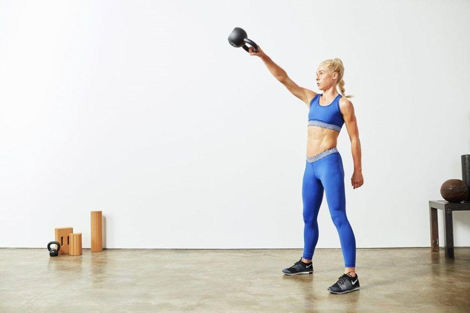 Levantamiento de kettlebell con un solo brazo