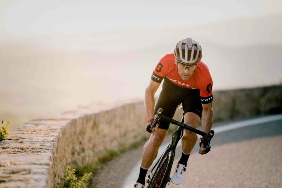 deportes para liberar estrés como el ciclismo