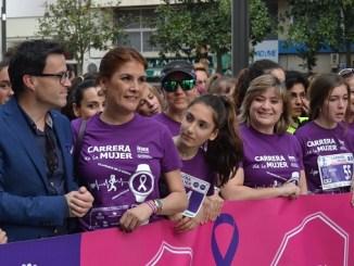 Más de 3.500 mujeres corren por la igualdad en la Carrera de la Mujer 2017 de Villanueva de la Serena