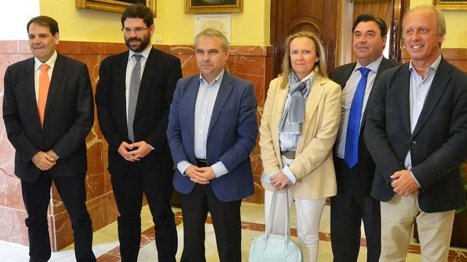Representantes de La Liga visitan al Santa Teresa Badajoz