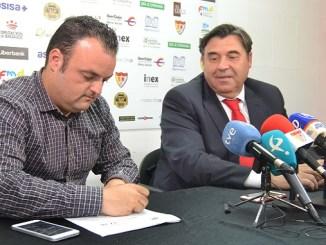 Juan Carlos Antúnez firma su renovación con el Santa Teresa Badajoz