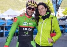 Alberto Trujillo junto a su hermana Alicia que hoy ejerció otra vez como auxiliar del equipo Extremadura-Ecopilas