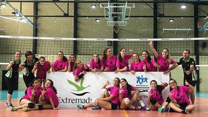 """El Extremadura Arroyo 30 """"enriquece"""" a las jugadoras de la región con la experiencia de sus cuatro temporadas en Superliga"""