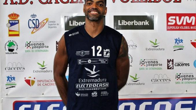 El entrenador/jugador del Electrocash Extremadura CCPH, Joan Llanés en el septeto ideal de la Jornada de Superliga 2