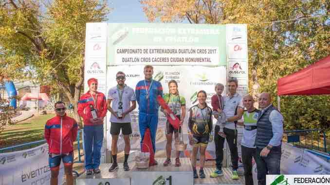 Antonio Cerezo y María Remedios Mendoza suben a lo más alto del podio en el Duatlón Cros Cáceres