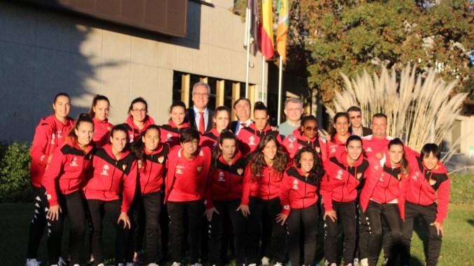 El Rector de la Universidad de Extremadura recibe al Santa Teresa Badajoz