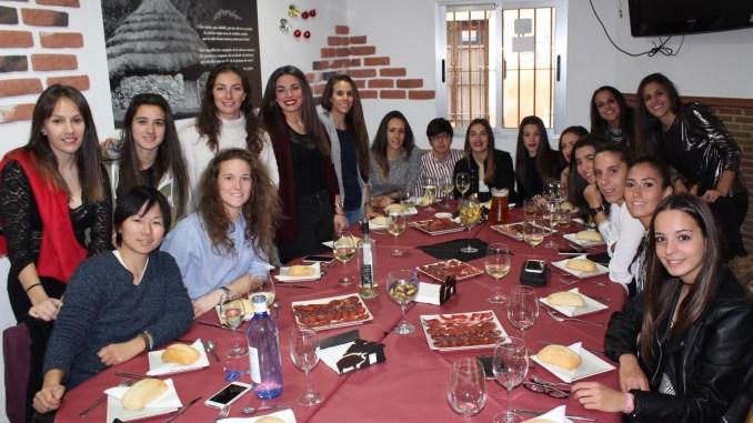 El Santa Teresa Badajoz despide el año con pádel y la comida navideña