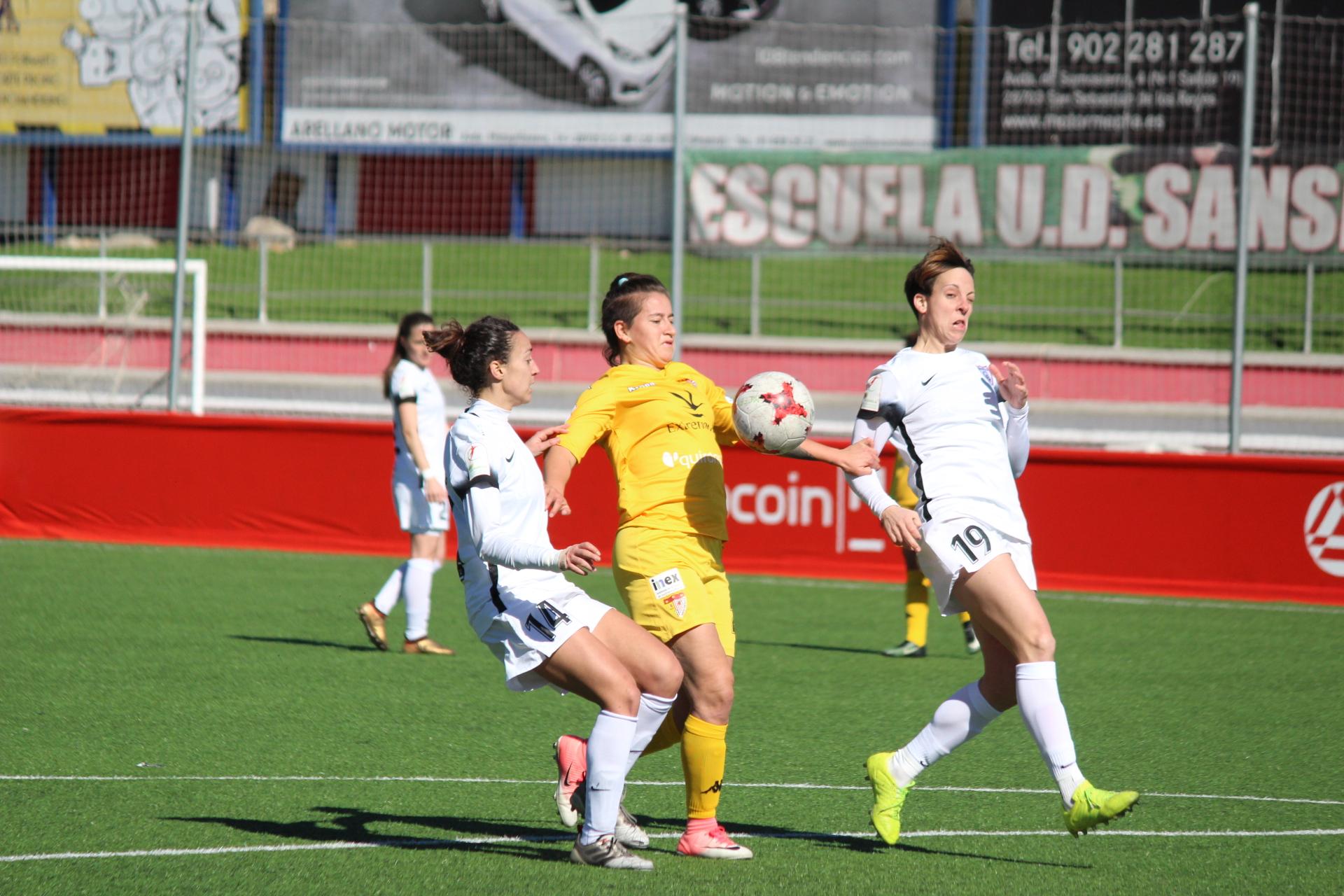 Un Santa Teresa Badajoz de más a menos cae ante Madrid CFF (3)