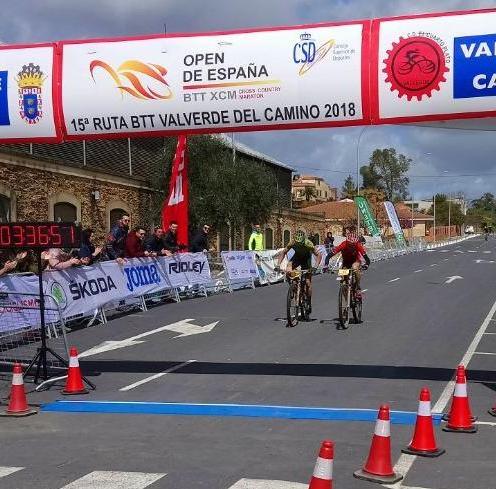 llegada Carreño_Marquez - Dani Carreño primer líder del Open España tras vencer en Valverde del Camino