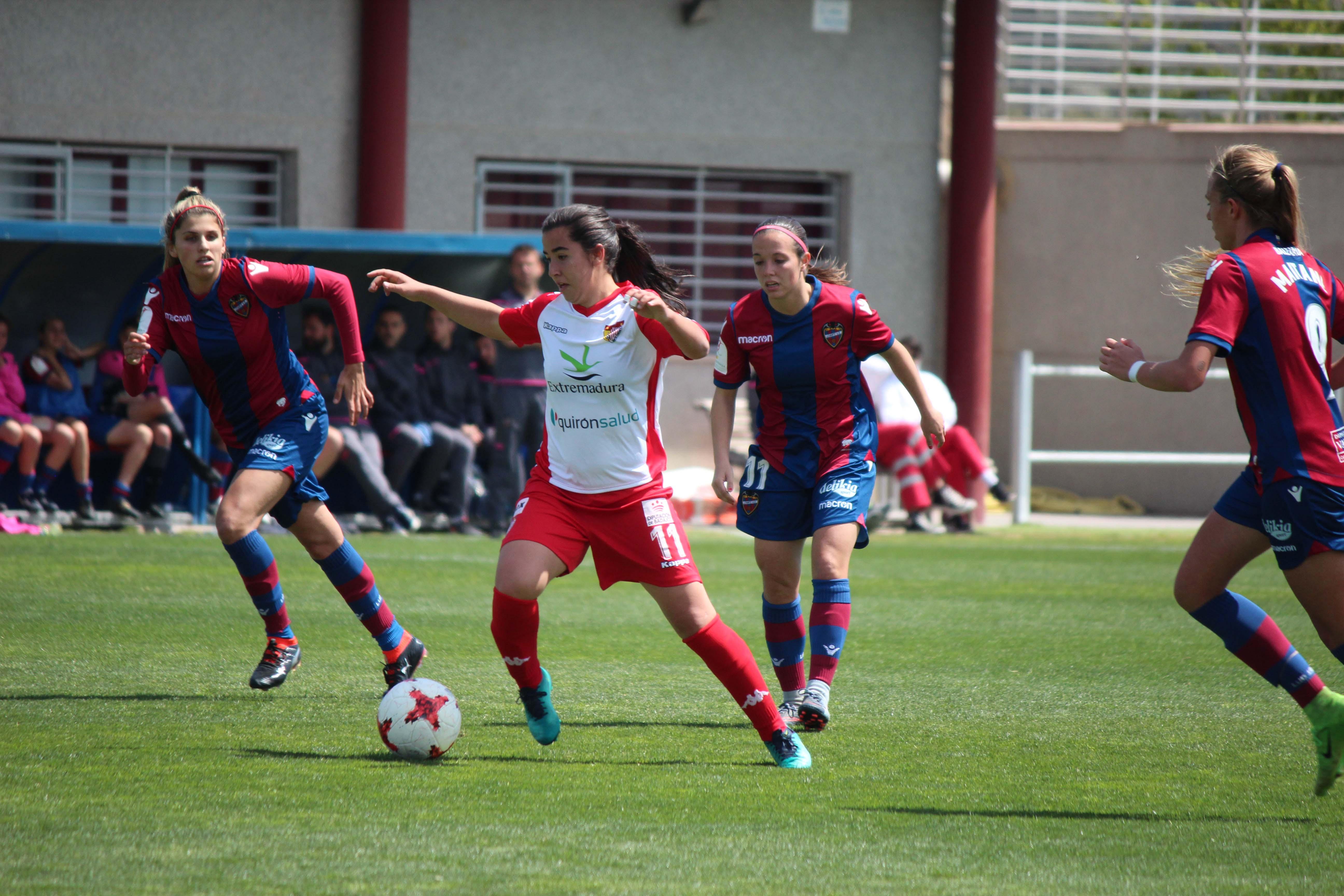 Charlyn desequilibra el choque entre el Levante UD y un Santa Teresa Badajoz con muchas ocasiones (1)