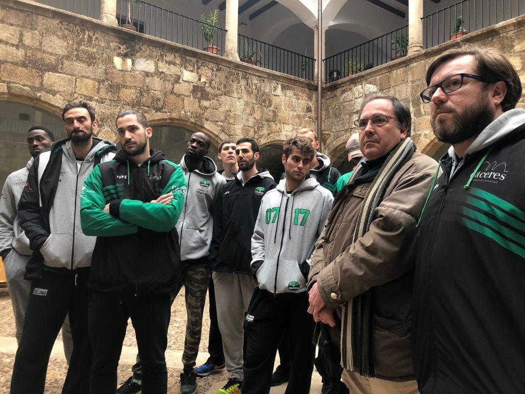 El CáceresBasket visita el Museo Extremeño del Deporte