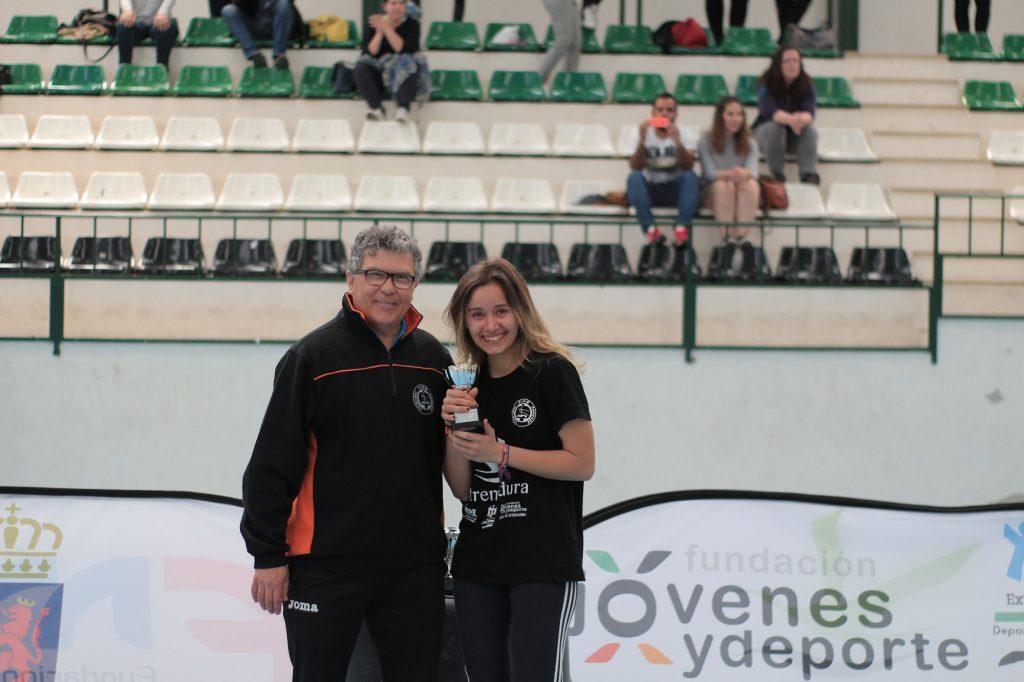 Las chicas del Extremadura Hotel Río Badajoz tienen un pie en primera nacional
