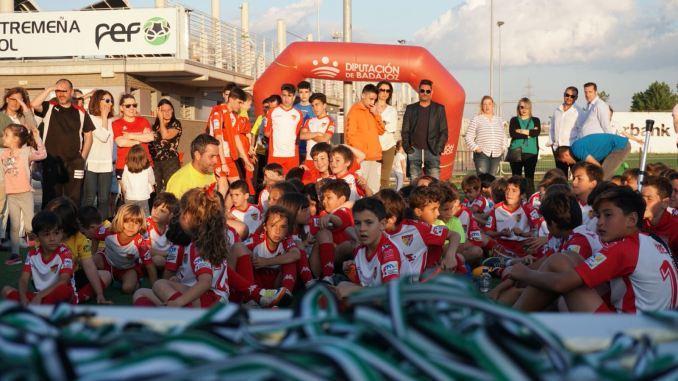Despedida de la temporada del Santa Teresa Badajoz por todo lo alto con partidos, diversión y reconocimiento