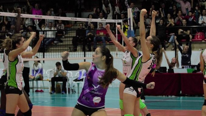 El Extremadura Arroyo renueva a Bea Gómez y María Carrero