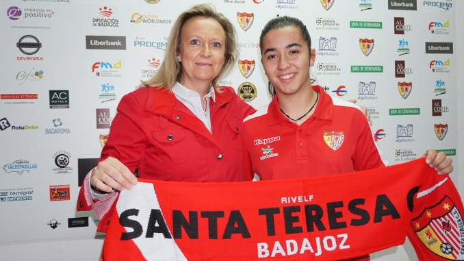 Renueva Sofía Melchor, presente y futuro extremeño para el ataque del Santa Teresa Badajoz
