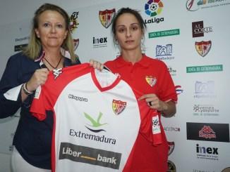 La experimentada goleadora Belén Martínez ficha por el Liberbank Santa Teresa Badajoz