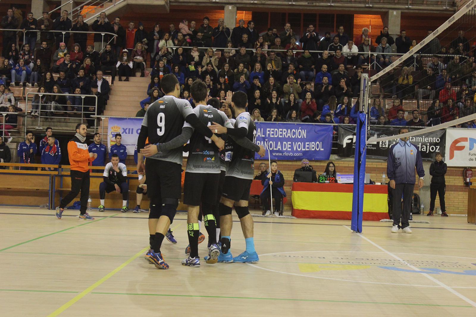 Mediterráneo Castellón, primer semifinalista tras vencer a un Extremadura Aparthotel MM Badajoz muy arropado