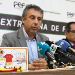 La Federación Extremeña de Fútbol y la Fundación Ícaro dan un nuevo impulso a su proyecto solidario de ayuda a la oncología infantil (4)