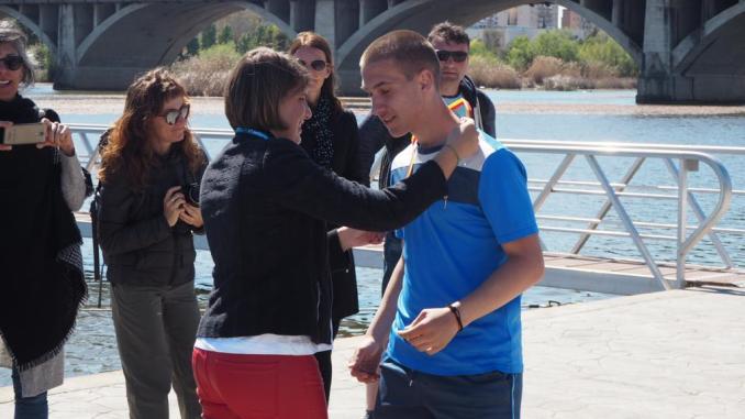 Elena Ayuso realiza la entrega de medallas en las I Olimpiadas Escolares Erasmus +