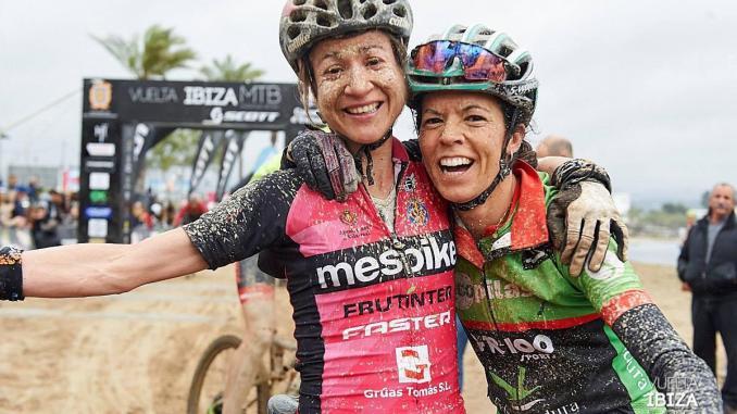 Desi Castro y Aida Beteta acaban terceras en la Vuelta Ibiza BTT