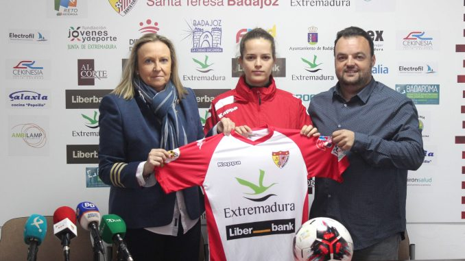"Presentada Saira Posada, ""una jugadora con el estilo del Santa Teresa"""